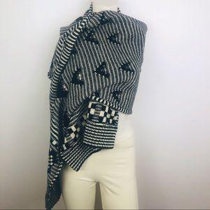 Gap Oversized Black and Cream Scarf